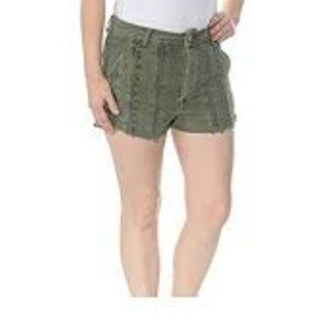 Free People   Green Lacey Shorts Sz 2. New